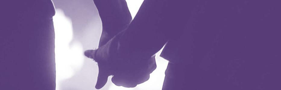 twee personen lopen hand in hand als symboliek dat we bij extraas.nl klachten samen oplossen