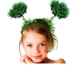 meisje met staartjes op het hoofd die tonen als boompjes